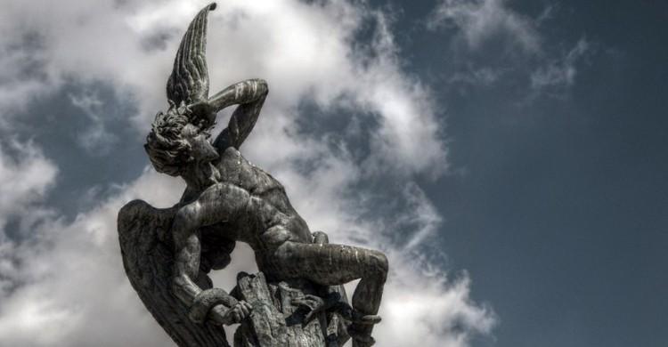 Lucifer. Felipe Gabaldón, Foter