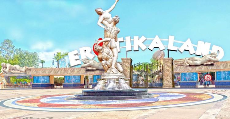 Dibujo de entrada al Erotika Land. Lajur Oliveira, escultor del parque
