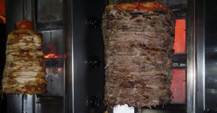 Pincho de pollo y ternera. Yunie Kebab, Facebook