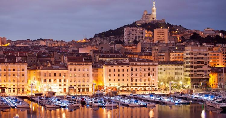 Puesta de sol en el Puerto Viejo de Marsella (iStock)