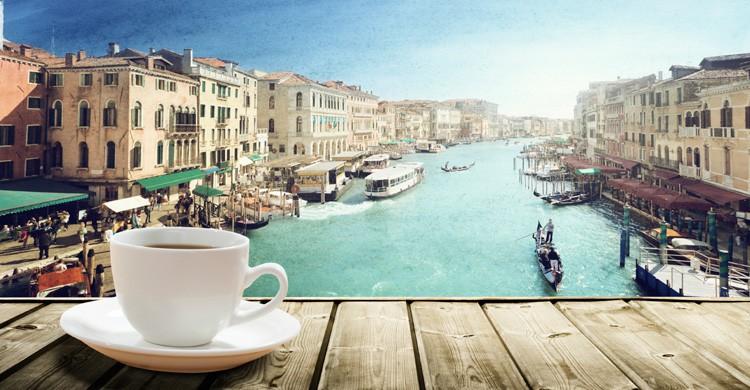 Café con vistas a Venecia (iStock)