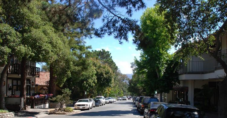 Ocean Avenue (Carmel). Traveljunction (Flickr)
