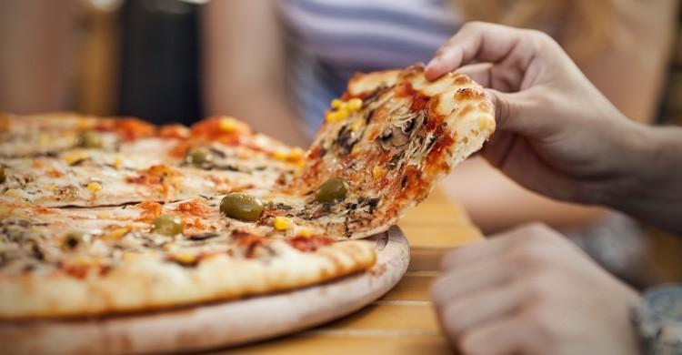 Sorrento cuenta con varios restaurantes donde preparan sabrosas pizzas (iStock)