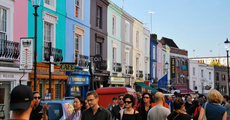Portobello Road acoge el mercado de Portobello, uno de los más famosos de Londres (iStock)