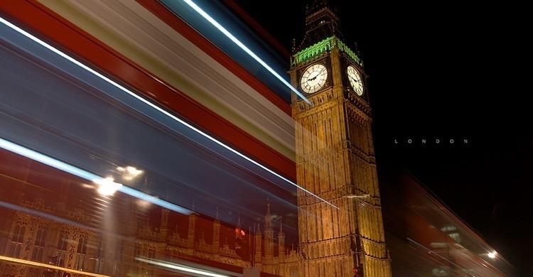 Un autobús pasa por el Big Ben. Camilo Rueda López (Flickr)
