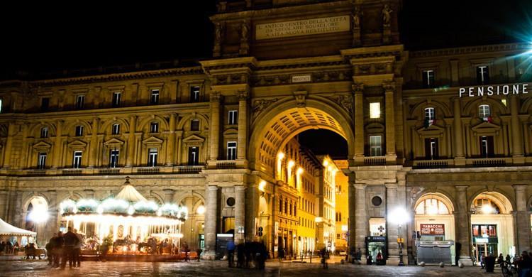 Plaza de la República de Florencia, de noche. Alessandro Scarcella (Flickr)