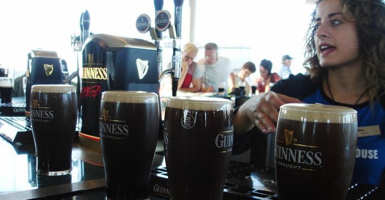 Cerveza Guinness en el bar de la propia fábrica-museo. Neil Rickards (Flickr)