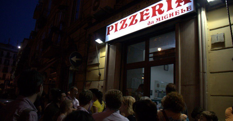 Aglomeración en una de las pizzerías más populares de Nápoles. Sonja Pieper (Flickr)