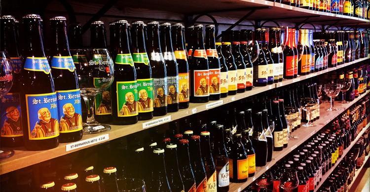 Típica tienda de cerveza en Brujas. Michael Sonnabend (Flickr)