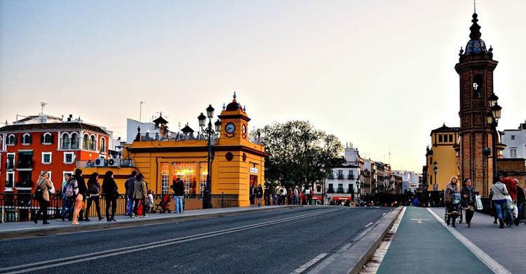 Entrada al barrio de Triana. Raúl A.- (Flickr)