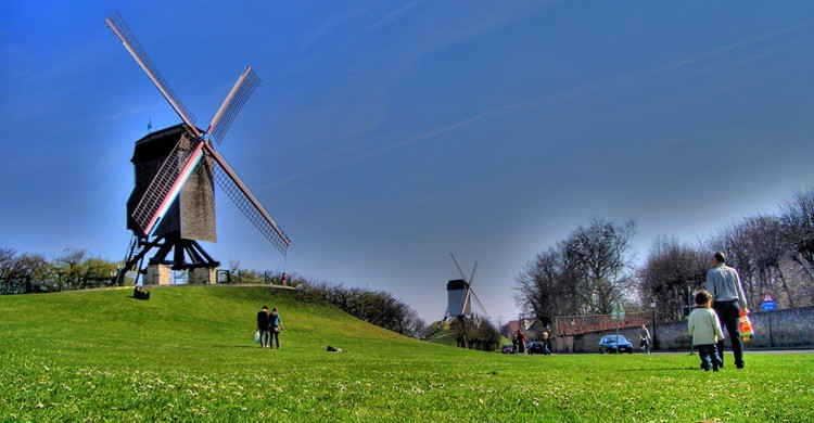 Dos de los cuatro molinos que quedan en Brujas. Javier Losa (Flickr)