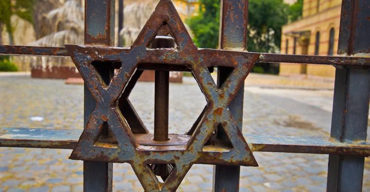 Junto a la Gran Sinagoga de Budapest se encuentra el Templo de los Héroes (iStock)