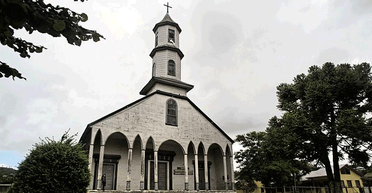 Iglesia Nuestra Señora de los Dolores / Dalcahue (commons wikipedia)