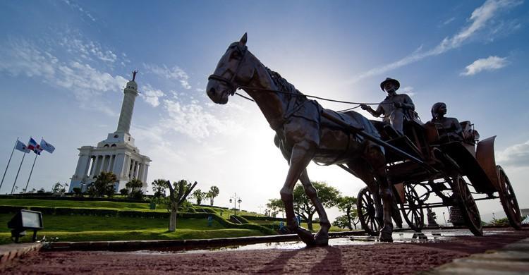 Monumento a los Héroes de la Restauración en Santiago de los Caballeros (Godominicanrepublic.com)