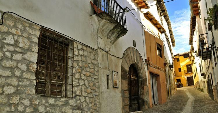 Calle de La Palma, en Pastrana. Pegatina1 (Flickr)