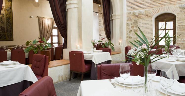 ¿Comer en un claustro? En Segovia es posible. (http://www.sanantonioelreal.es/restaurante/)