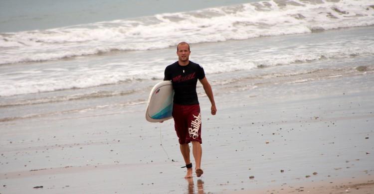 Surfista en Mal País. Christian Haugen (Flickr)