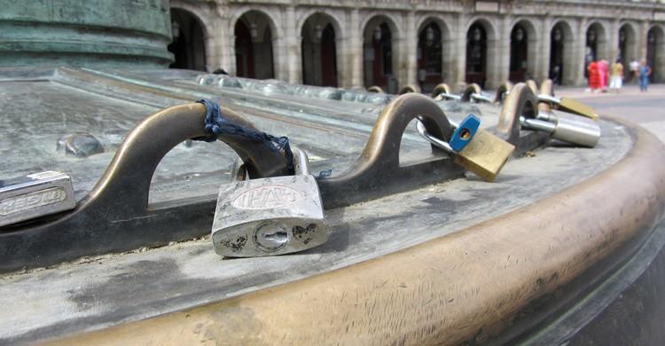 Candados en la Plaza Mayor de Madrid. Serguei (Flickr)