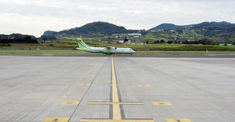 Avión en pista de aterrizaje (Web de Aena)