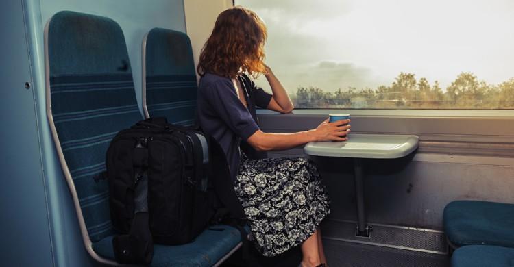 Mesa compartida tren (Istock)
