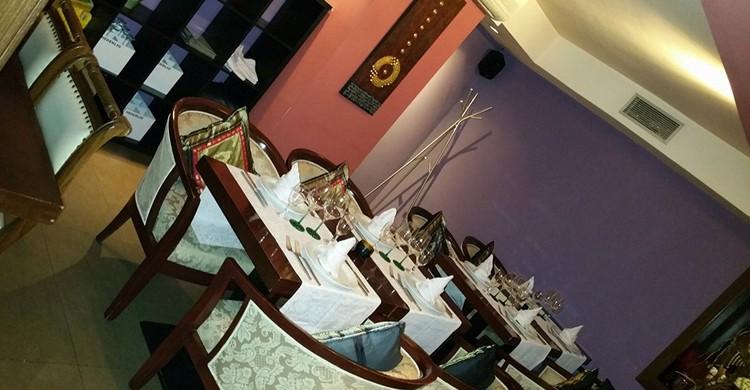 Mesas del restaurante Thai Gracia. Thai Gracia, Facebook