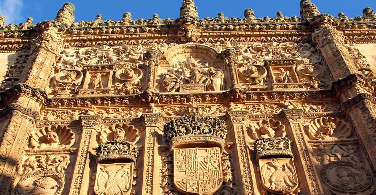 Fachada del edificio histórico de la Universidad de Salamanca (Wikimedia.org)