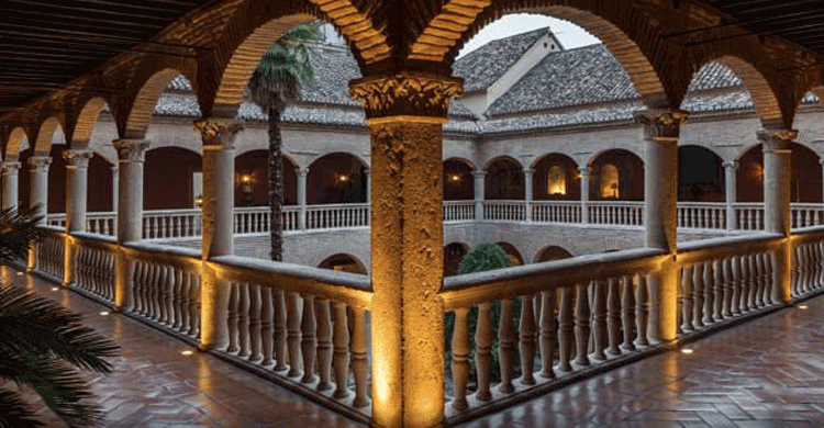 Hotel Santa Paula (espanol.marriott.com/hotels/travel/grxpa-ac-palacio-de-santa-paula-autograph-collection)
