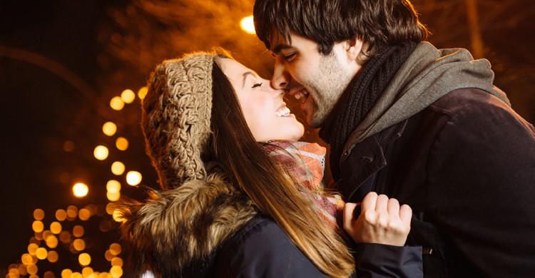 Salir a cenar es uno de los planes más habituales en San Valentín (iStock)