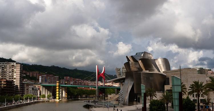 Bilbao, su ría, el Guggenheim y San Mamés. Bill Stilwell (Flickr)