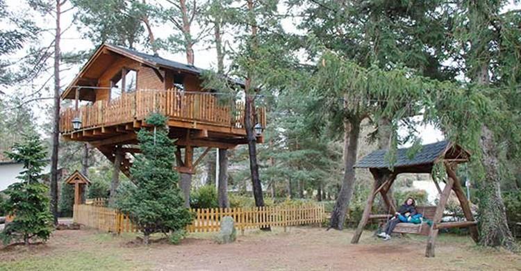 Casa en el árbol. (www.xaletdeprades.com)