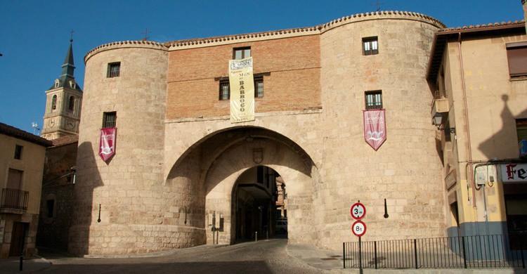 Una de las históricas puertas de acceso a Lerma, y antigua cárcel. Manel Zaera (Flickr)