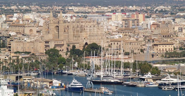 Vista del puerto de Palma y al fondo, su catedral. Antonio Fiol (Flickr)