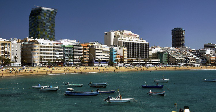 Las Palmas, desde la playa de las Canteras. Vin Crosbie (Flickr)