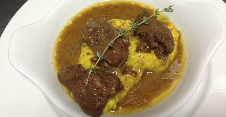 Carrillada ibérica estofada con setas y puré suave de patatas y calabacín (Facebook Espacio Eslava)