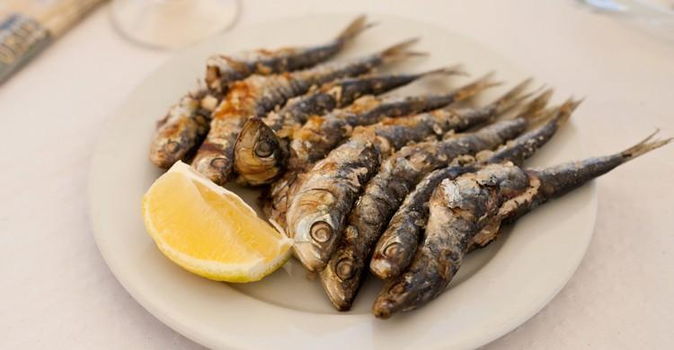 Los espetos de sardinas, un clásico de la gastronomía malagueña (iStock)