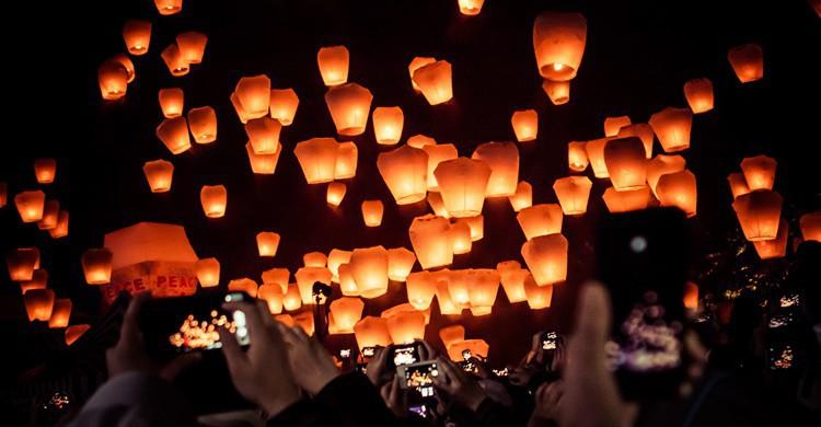 Linternas ya en el cielo de Pingxi. Jirka Matousek (Flickr)