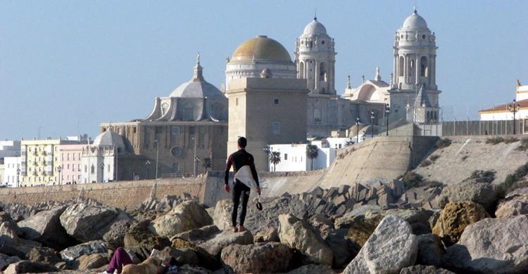 Surfista en Cádiz. (Leszek Kozlowski - Flickr)