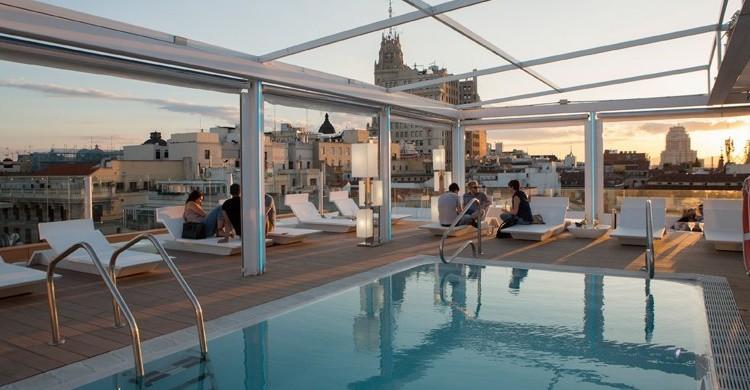 Piscina en la terraza del Room Mate Óscar (http://oscar.room-matehotels.com)