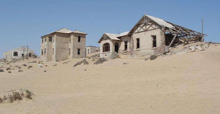 Casas de Kolmannskuppe, casi devoradas por la arena. t_y_l (Flickr)