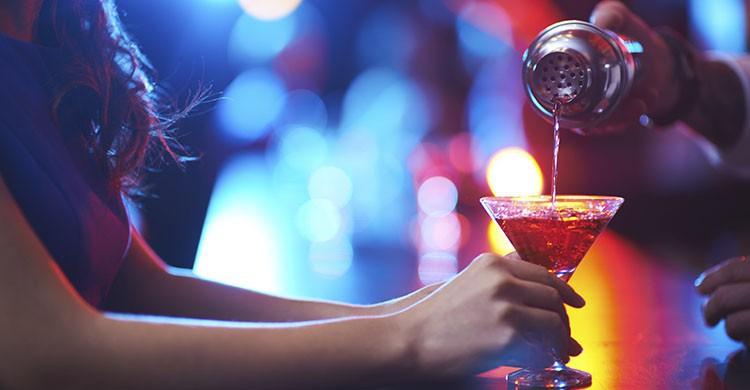 Ligar en un bar (iStock)