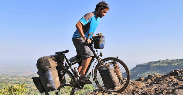 En bicicleta (http://www.bicicleting.com)
