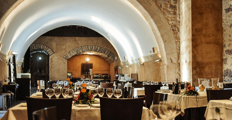 Mesas del restaurante El Monje (eltenedor.es).