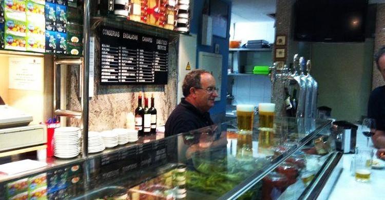 Barra con maestro cervecero. Fide, Facebook