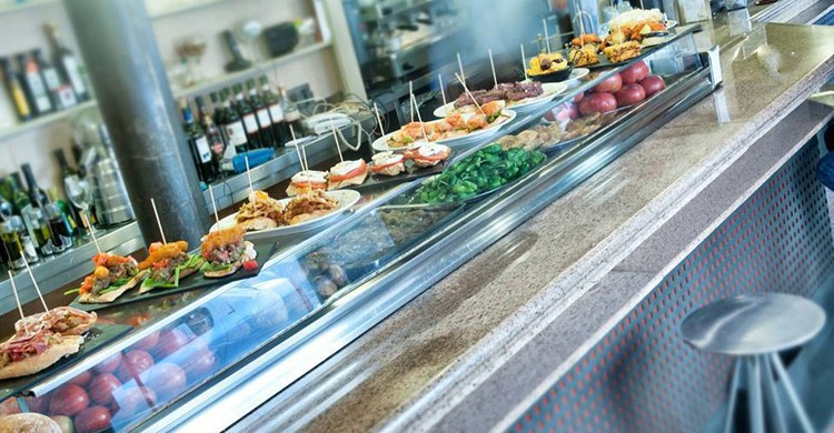 Barra. Bar Restaurante Ponzano, Facebook