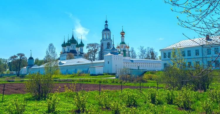 Monasterio en Yaroslavl (Istock)