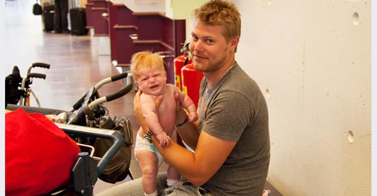 Padre con bebé (Istock)