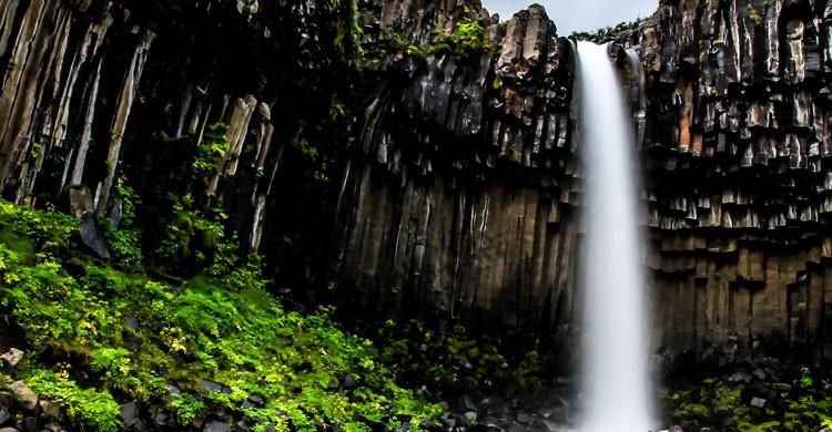 Cascda Negra de Svartifoss, Islandia (Flickr)