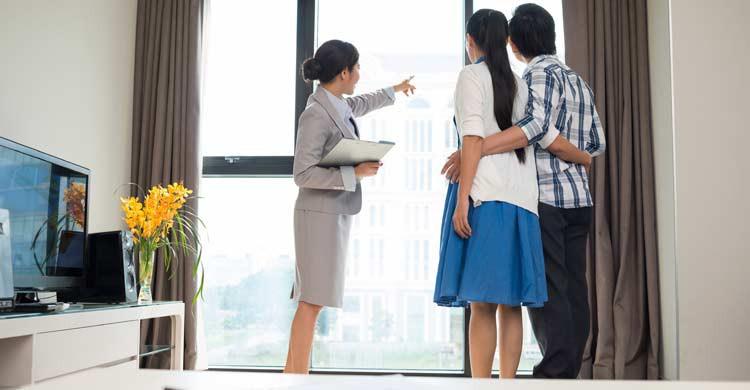 Uno de los consejos más importantes: visita el apartamento antes de reservarlo (iStock)