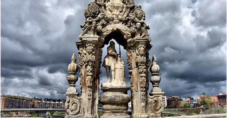 Figura de San Isidro en el Puente de Toledo, sobre el Manzanares. Jose Luis Cernadas Iglesias (Flickr)