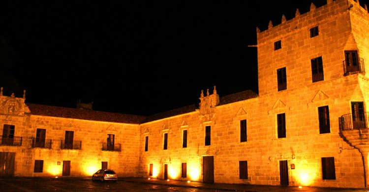 Palacio de Fefiñane de noche. Madebyr.de (Flickr)